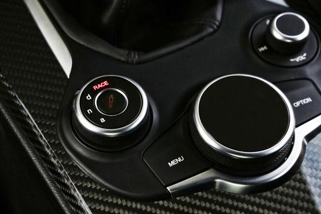 Alfa-Romeo_Giulia-Quadrifoglio_42