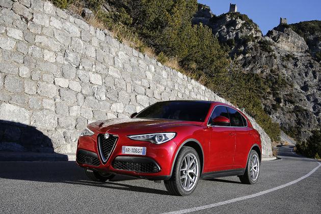 Alfa_Romeo_Stelvio_Stelvio_Pass (1)