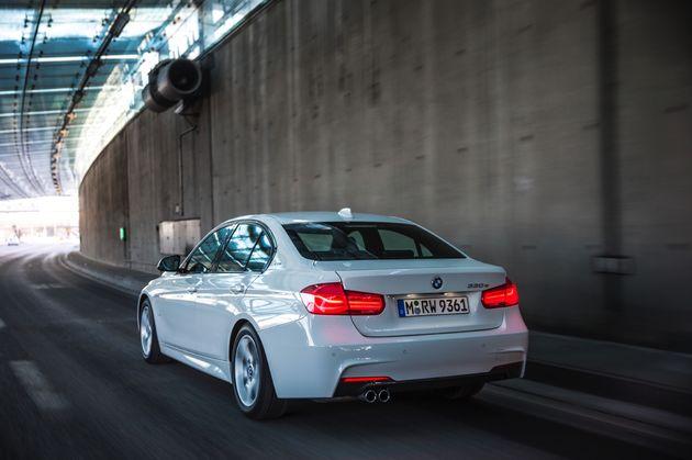 BMW 330e - CarRepublic -1
