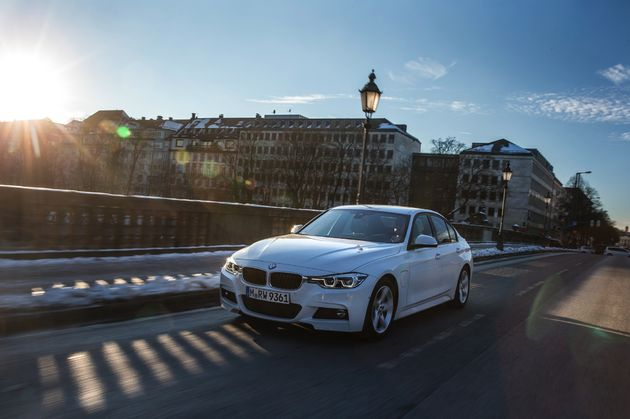 BMW 330e - CarRepublic -2