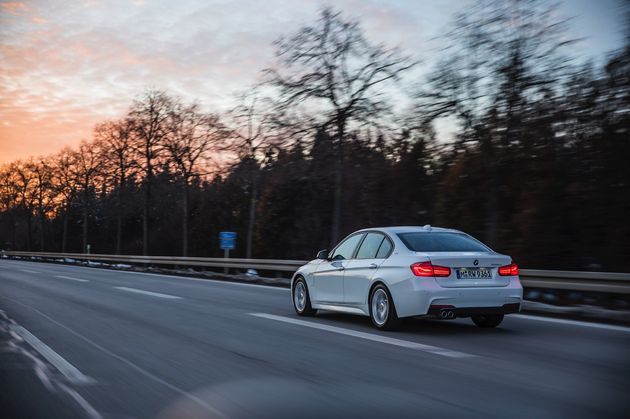 BMW 330e - CarRepublic -3