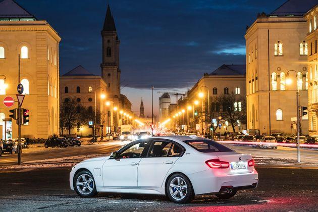 BMW 330e - CarRepublic -6