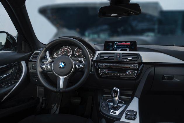 BMW 330e - CarRepublic -7