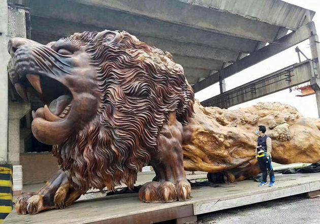 leeuw-sculptuur