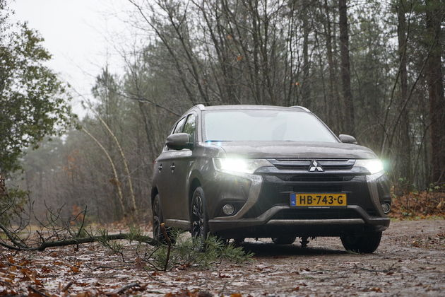 mitsubishi_outlander_phev_outdoor_3