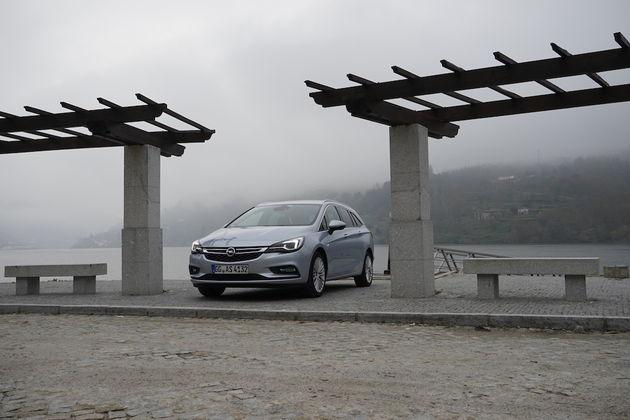 Opel_Astra_Sports_Tourer_10