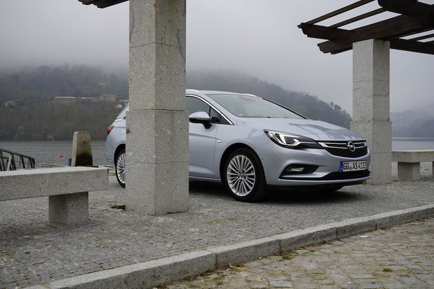 Opel_Astra_Sports_Tourer_12