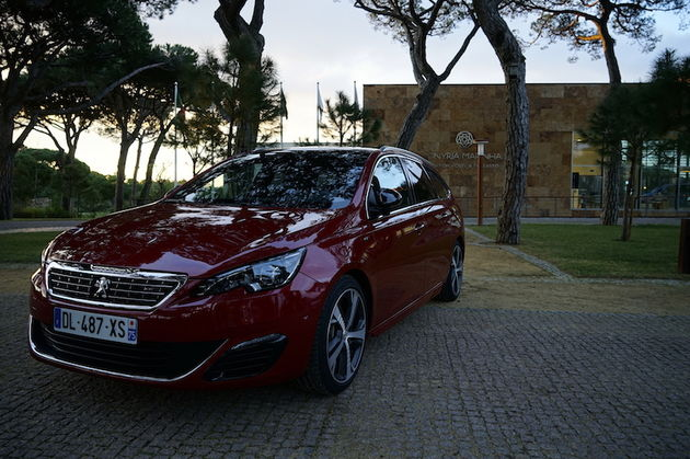 Peugeot_308_GT_SW_red