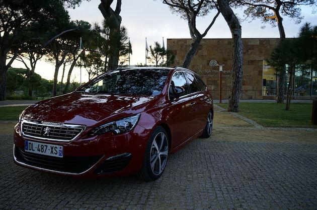 Peugeot_308_GT_SW_red
