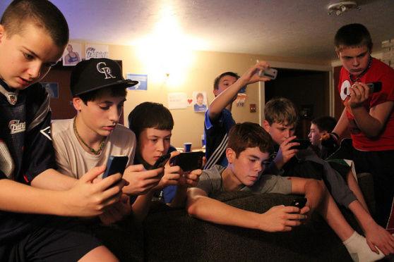 Facebook verliest jongeren aan mobiele chatapps