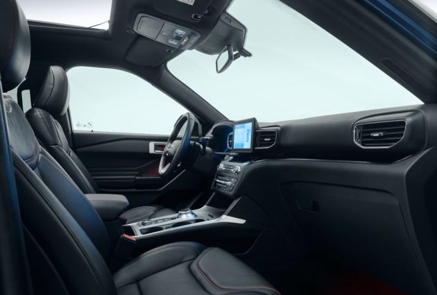 Ford_Explorer_Plug-In_Hybrid_cockpit