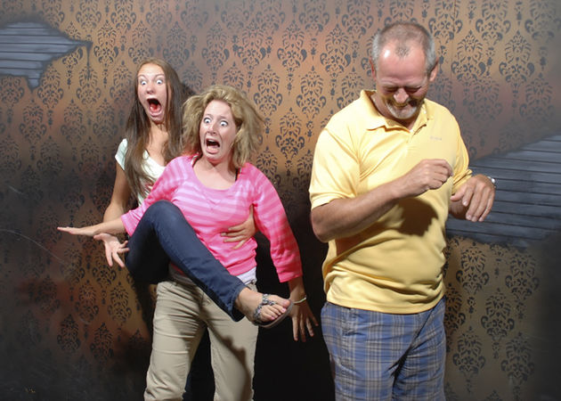 haunted-house-reactions-nightmare-fear-factory-canada-15-59e08580ac02c__880