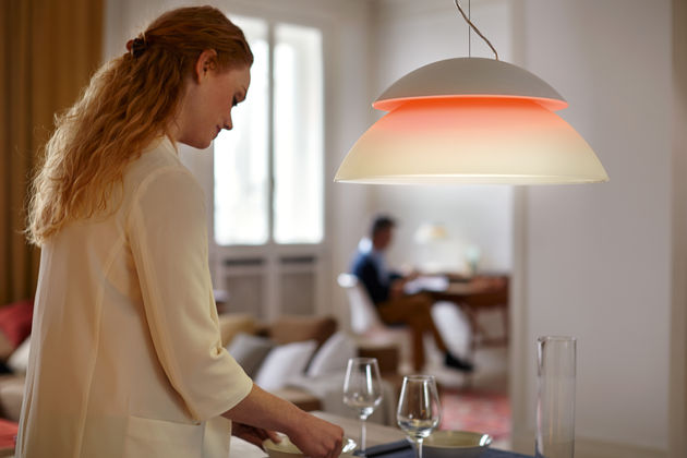 Hue-Beyond-lifestyle_Pendant-Light-at-dining-table
