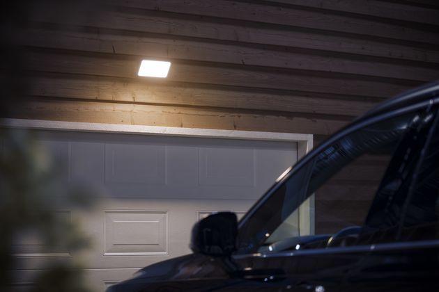 HUE-outdoor-Floodlight