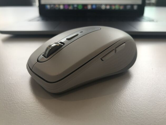 De muis van Macbook in de kleur wit