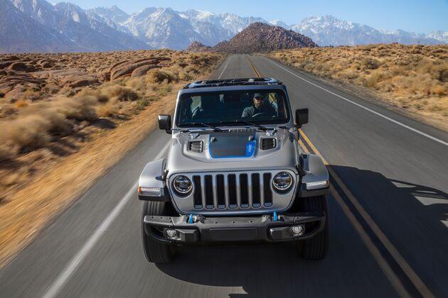 Jeep_Wrangler_4xe_road