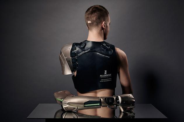 konami-cyber-arm-prothese