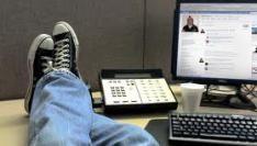Kwart Nederlanders zit op Facebook of Hyves tijdens werktijd