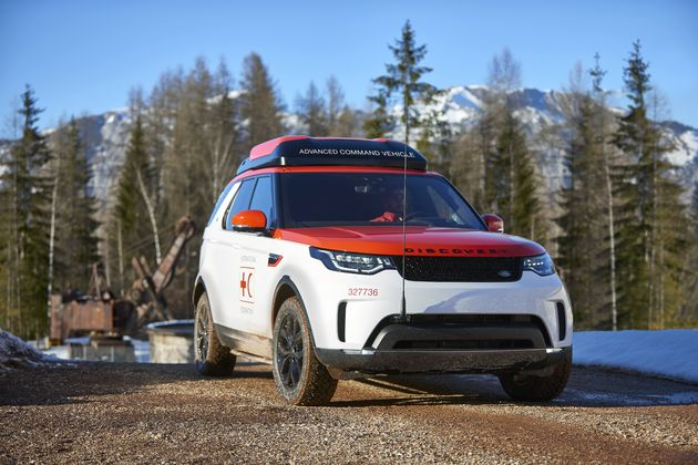 Land_Rover_Discovery_drone_red_cross_6