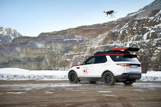 Land_Rover_Discovery_drone_red_cross_7