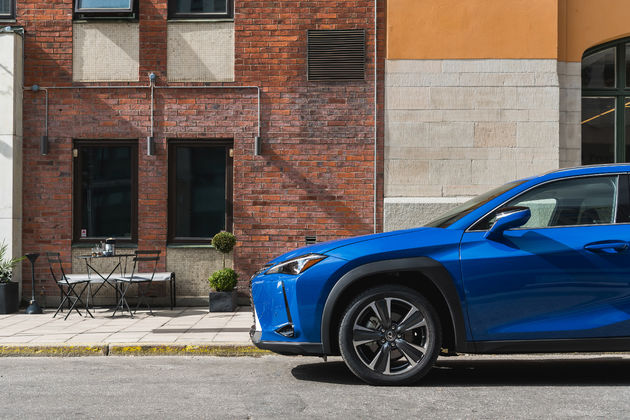 Lexus_UX_HV_E_Four_Celestial_Blue_GF08