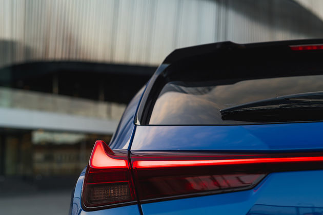 Lexus_UX_HV_E_Four_Celestial_Blue_GF09