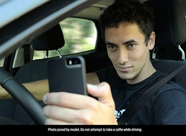 Man_selfie_auto