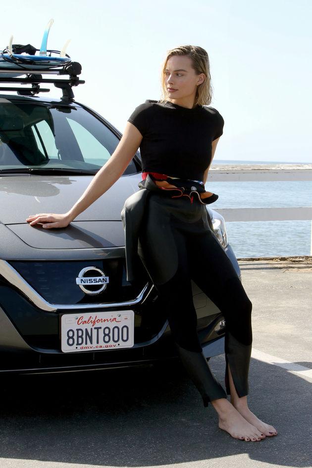 Margot-Robbie-wetsuit