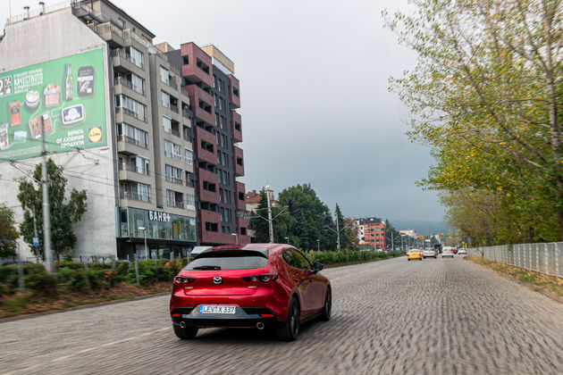 Mazda 3 SkyActiv-X motor in Sofia Bulgarije-2