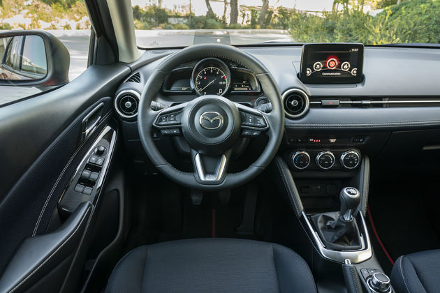 Mazda2 review interieur