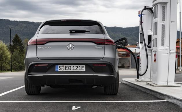 Mercedes-Benz-EQC-opladen