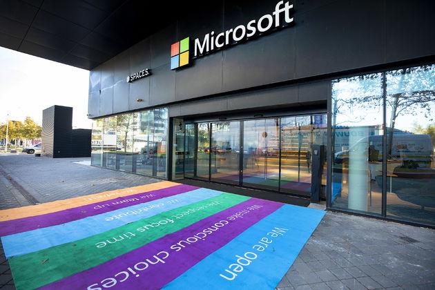 Satya Nadella opent nieuw kantoor Microsoft Nederland