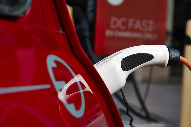 Bmw Bouwt Klassieke Mini Eenmalig Om Naar Elektrische Auto