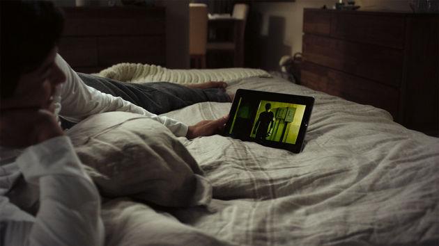 netflix-in-bed