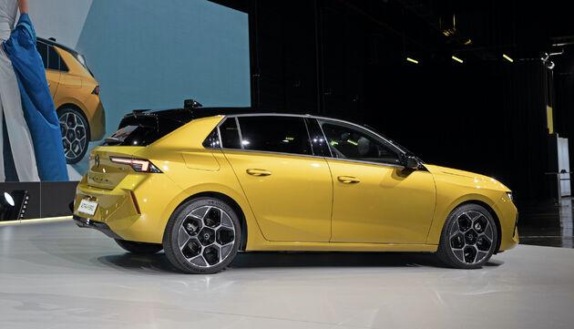New_Opel_Astra_yellow