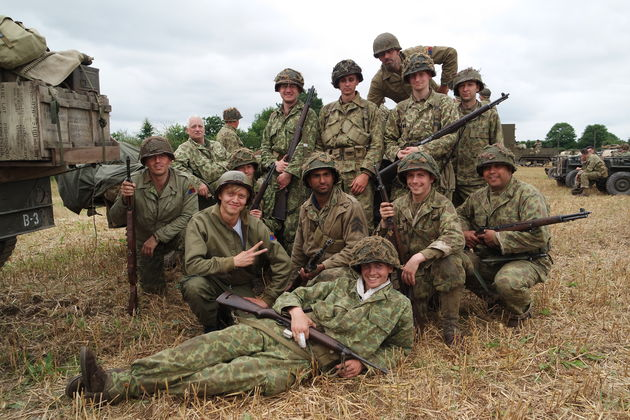 Op-oorlogspad---Nicolaas-en-bataljon-in-Normandie---Credits-Joseff-Iping