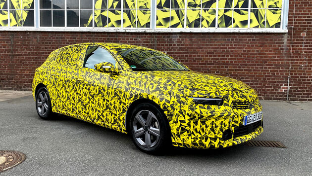Opel_Astra_camouflage_wrap