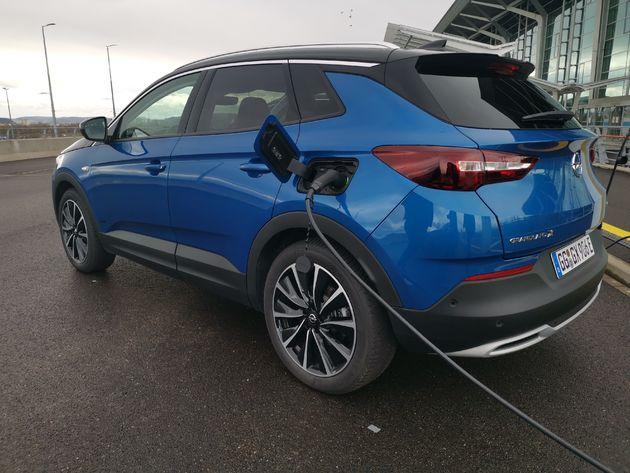 Opladen Opel Grandland X Hybrid4