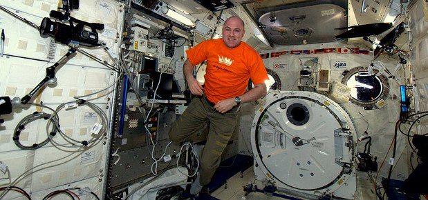 Oranje boven in het ruimtestation!