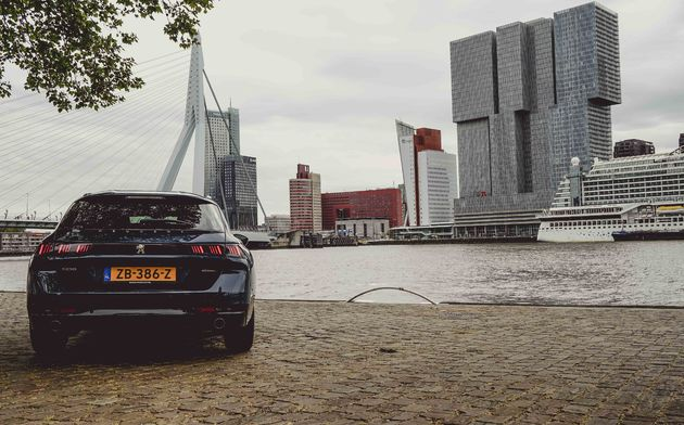 Peugeot_508_sw_achterkant_Rotterdam