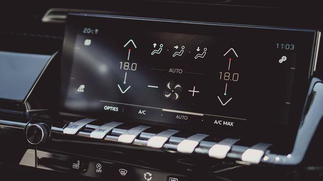 Peugeot_508_SW_pianotoetsen