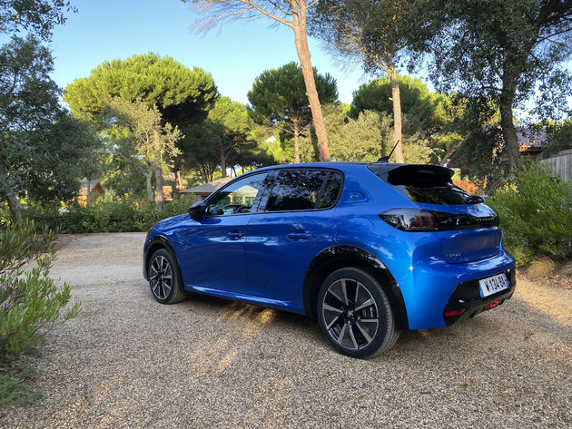 Peugeot_e-208_Blauw