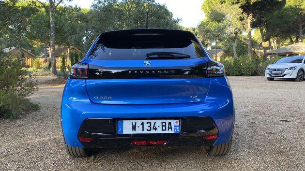 Peugeot_e208_Blue_4