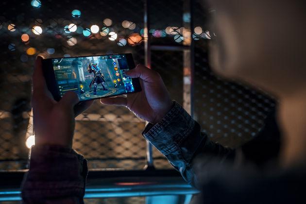 Razer Phone - Lifestyle 06