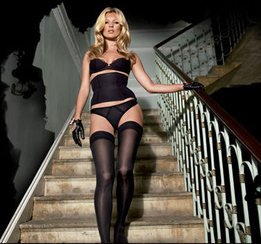 Sexy Kate Moss laat websites crashen