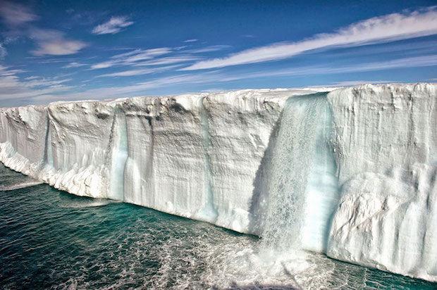 smeltende ijsberg in noorwegen