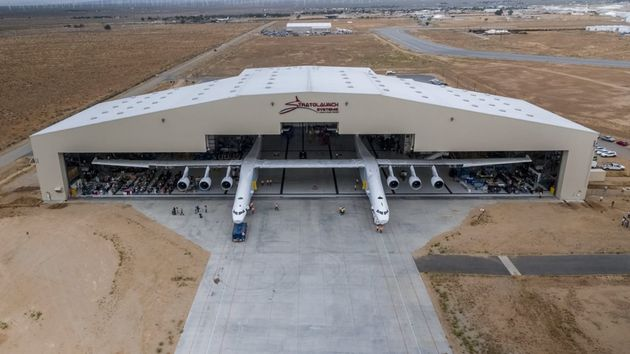 stratolaunch-largest-plane-4