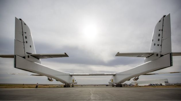 stratolaunch-largest-plane-9