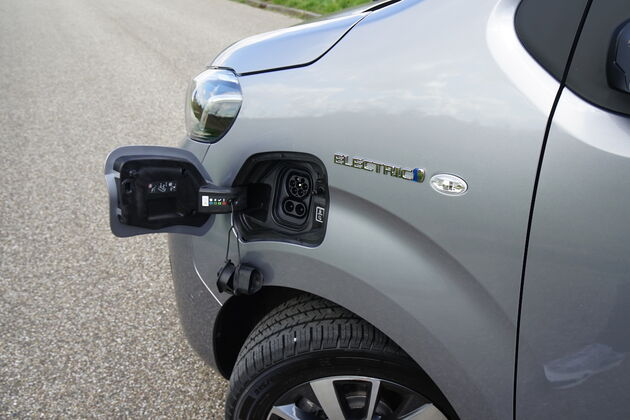 Toyota_Proace_charge