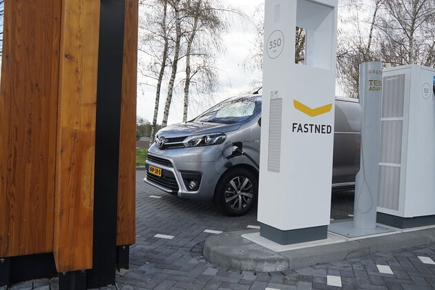 Toyota_Proace_Fastned